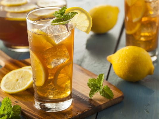 Homemade Iced Tea with Lemons