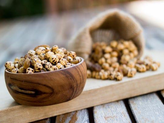 Roasted chickpeas with raisins.