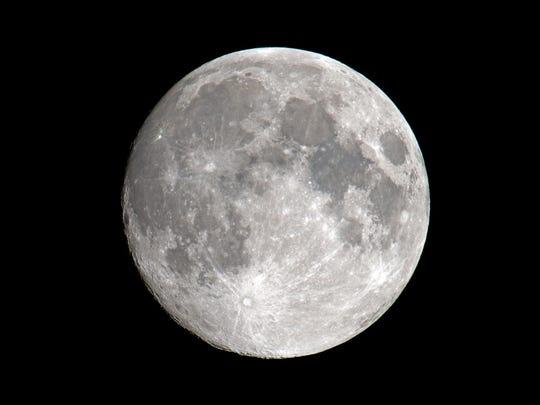 """완전한 """"웜 바이러스"""" 달은 3 월 28 일 일요일 저녁 동쪽 하늘에서 떠오를 것입니다."""