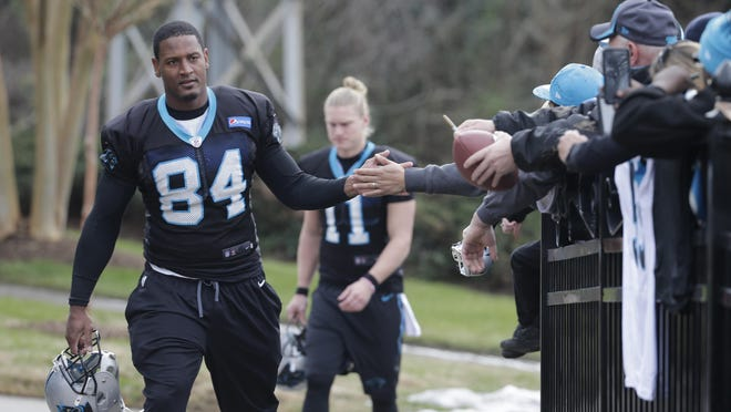 Carolina Panthers' Ed Dickson arrives for practice for the NFL football team in Charlotte, N.C., Wednesday, Jan. 27, 2016. (AP Photo/Chuck Burton)