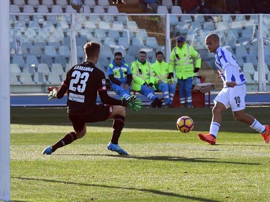 Pescara's Ahmed Benali, right, scores during the Serie A soccer match between Pescara and Genoa, in Pescara, Italy, Sunday, Feb. 19, 2017. (Claudio Lattanzio/ANSA via AP)