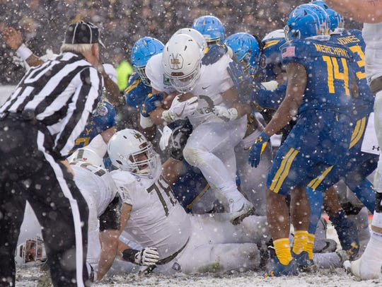 Army running back Darnell Woolfolk (33) plows through