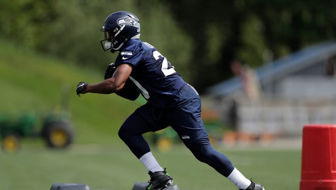 Rookie running back Rashaad Penny signed a contract with the Seahawks on Wednesday.