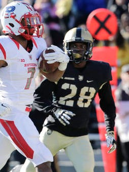 Army's Brandon Jackson (28) pursues Rutgers running back Robert Martin (7) in a Nov. 21, 2015 game at West Point. The U.S. Military Academy said Monday that Jackson, a 20-year-old sophomore from Queens, died in a single-car accident Sunday in Croton.