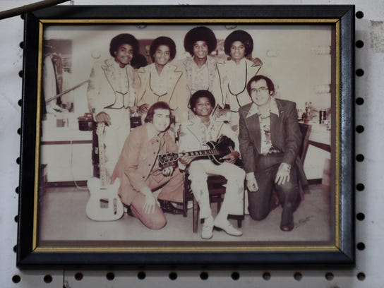 A photo of the Jackson 5 and the Wayne brothers hang