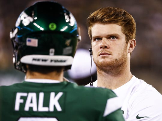 EAST RUTHERFORD, NJ - AUGUST 29: Sam Darnold #14 of the New York Jets looks on during the preseason game against the Philadelphia Eagles at MetLife Stadium on August 29, 2019 in East Rutherford, New Jersey. (Photo by Jeff Zelevansky/Getty Images)
