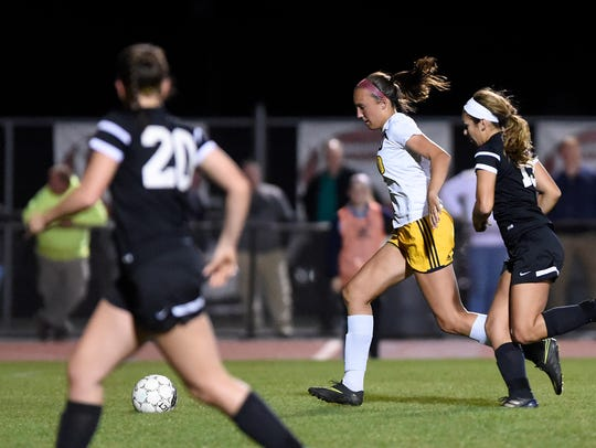 Raider Ryelle Shuey breaks free and drives to the goal