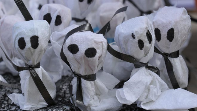 """""""Ghost pops"""" were a favorite treat for trick-or-treaters attending the Boo at the Zoo last year."""