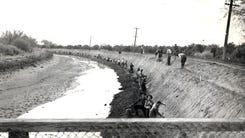 Italian prisoners of war repair the Arizona Canal circa