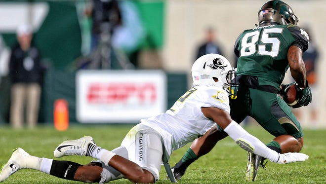 Sep 12, 2015; East Lansing, MI, USA; Michigan State Spartans wide receiver Macgarrett Kings Jr. (85) makes a catch against Oregon Ducks cornerback Chris Seisay (12) during the 2nd half of a game at Spartan Stadium. MSU won 31-28. Mandatory Credit: Mike Carter-USA TODAY Sports
