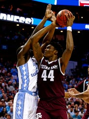 Texas A&M Aggies forward Robert Williams (44) shoots