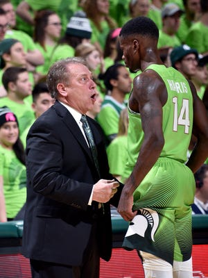 Tom Izzo has a sideline chat with Eron Harris as MSU beats Maryland on Saturday.
