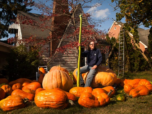 1030-Giant-Pumpkin-GM-001.JPG