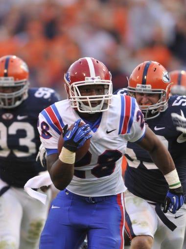 La. Tech's Kenneth Dixon runs away from Virginia defenders.