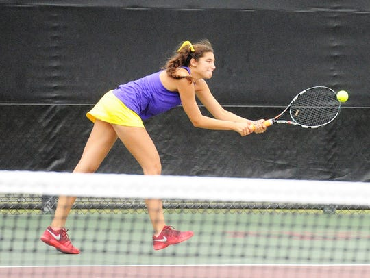Wylie's Kaitlyn Hathorn reaches for a shot at No. 1