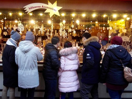 636486899611496994-Shopping-at-the-Weihnachtsmarkt-am-K-lner-Dom-in-Cologne-Germany-credit-Susan-B.-Barnes.jpg