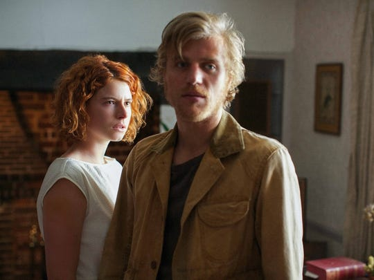 Jessie Buckley and Johnny Flynn play opposites-attract