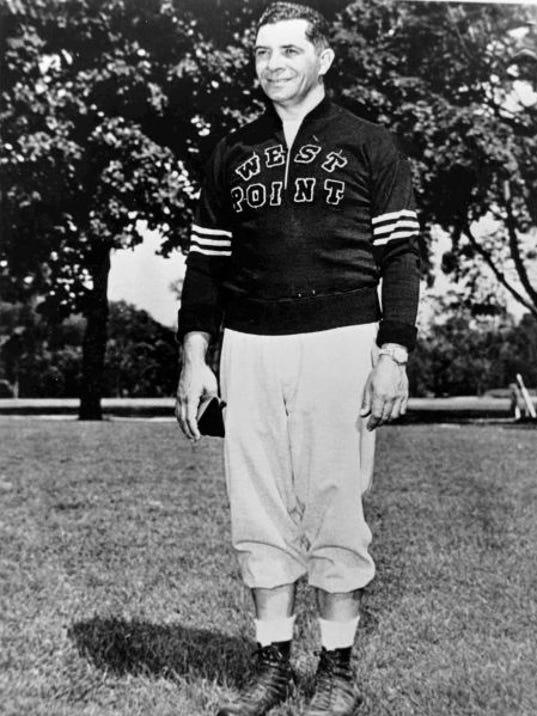 Foto di Vince Lombardi con la Felpa, Famoso (per gli appassionati) COACH di Squadre di Football Americano quando era VICE-Allenatore dei New York Giants