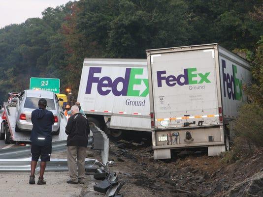 I-95 still backed up SB after FedEx crash