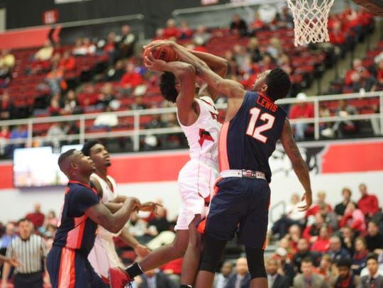 Fatodd Lewis (12) earned Ohio Valley Conference player of the week honors after posting a triple-double against UC-Clermont.