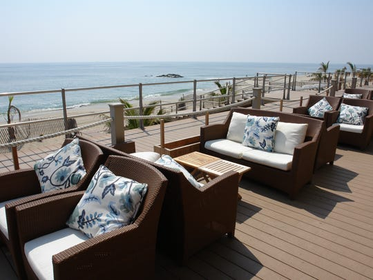 Avenue offers beachfront seating.