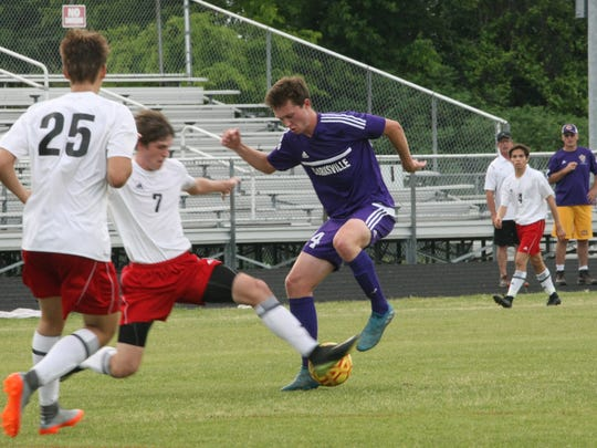 Clarksville's Elijah Urquhart tries to avoid the stab