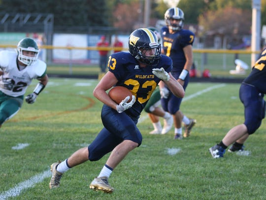 Woodmore's Zach Matwiejczyk carries the ball Friday