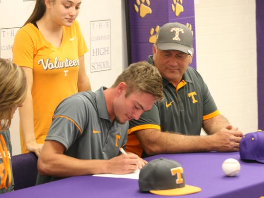 Clarksville High's Skyler Luna signs his scholarship