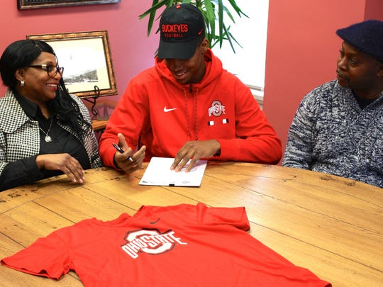 Javontae Jean-Baptiste signs with Ohio State with his