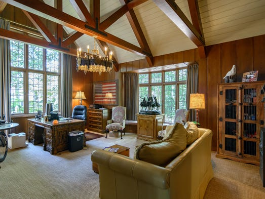 1 4m Can Get You A Tudor Manor In Shreveport