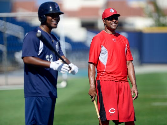 Cincinnati Reds Barry Larkin coaches Pensacola Blue Wahoos