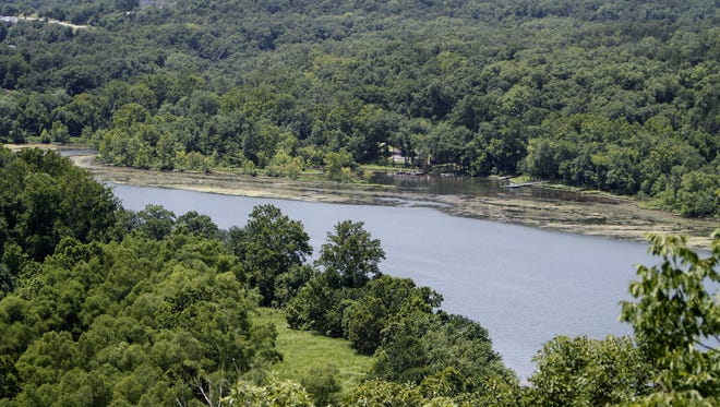 A view of Lake Taneycomo in the Branson, Missouri area.