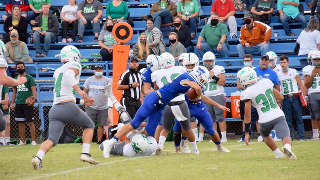 Winters sophomore Aidan Leamon carries the ball against the Bangs Dragons.