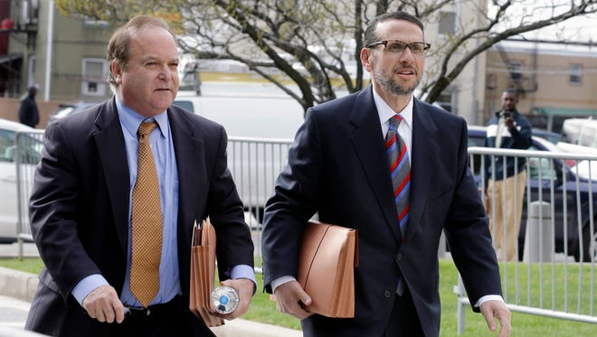 David Wildstein, right, arrives with his attorney Alan Zegas at federal court for a hearing Friday, May 1, 2015, in Newark, N.J.  Wildstein, a former Port Authority appointee of New Jersey Gov. Chris Christie, is set to plead guilty on charges arising from a federal probe into traffic jams he ordered on the George Washington Bridge, allegedly on behalf of Christie.