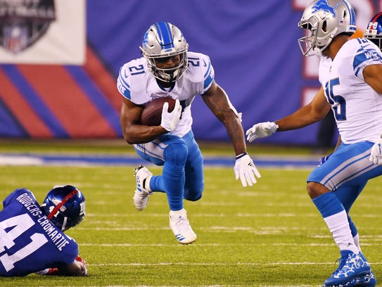 Sep 18, 2017; East Rutherford, NJ, USA; Lions running