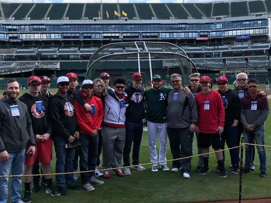 Jed Lowrie (center) takes a team picture with the North