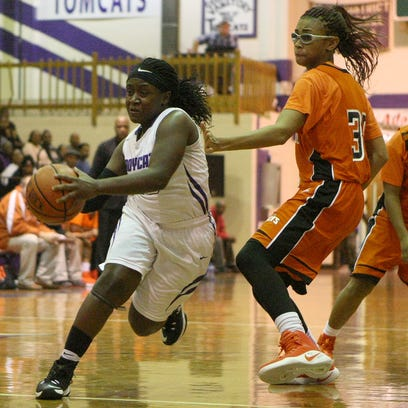 Haywood's Wandarkyu Young (40) drives past against