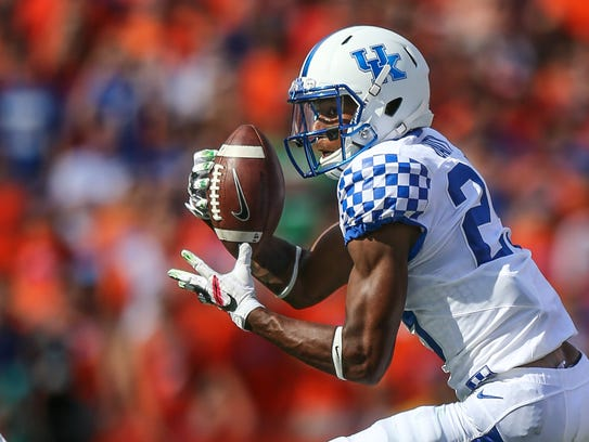 Kentucky cornerback Derrick Baity (29) intercepts a
