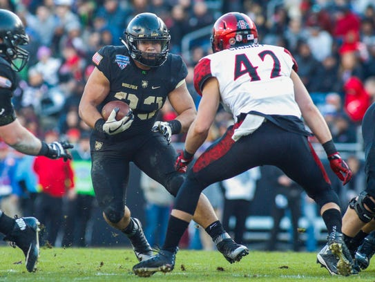 Army Black Knights running back Darnell Woolfolk  takes