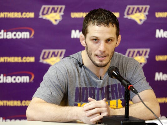 111114tsr-uni-wrestling-media-day-01.jpg