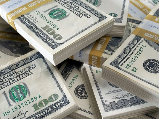 635871528457935240-123115stack-of-currency.jpg