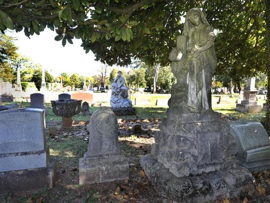 Statues in the likeness of teenage cousins that died
