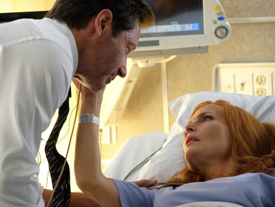 Mulder (David Duchovny) visits Scully (Gillian Anderson)