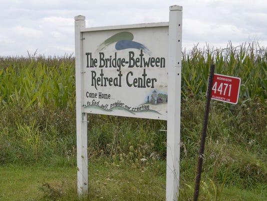 636089305941216053-Bridge-Between-sign.jpg