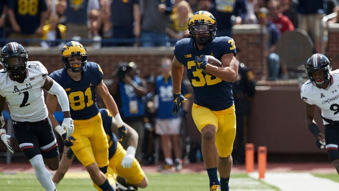 Michigan Wolverines running back Ty Isaac (32) rushes in the second half against the Cincinnati Bearcats at Michigan Stadium.
