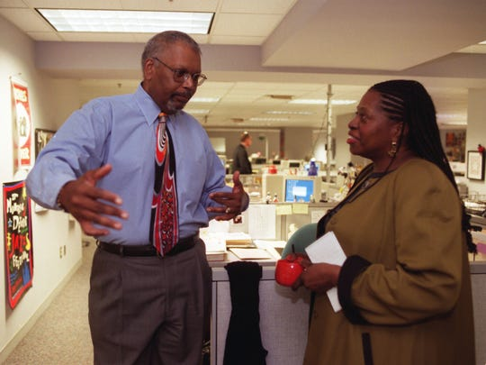 Detroit Free Press Executive Editor Bob McGruder, left, talks to features writer Cassandra Spratling in the features department at the Detroit Free Press in 2002.
