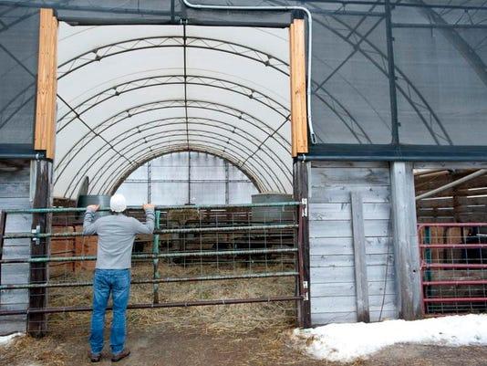 -BUR 0221 pig farm C2.jpg_20140224.jpg