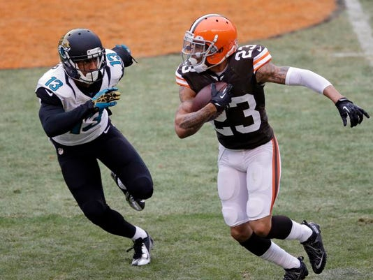 MNCO 0402 Browns want to extend Haden's pact.jpg
