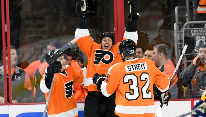 R.J. Umberger, center, had reason to celebrate after snapping a 50-game goalless drought in the Flyers' 5-1 win.