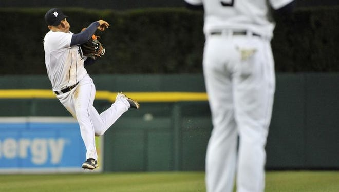 Tigers shortstop Jose Iglesias makes a fantastic play to retire Brett Gardner in the sixth inning.